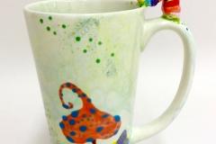 Tasse mit Würmchen-Sticker